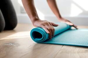 Rulla ut yogamattan efter en hälsofrukost